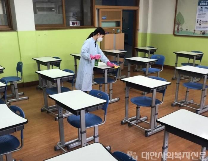 (02.23.1차) 3.고양시 184개 학교에 코로나19 방역 지원인력 300명 투입_2020년 활동모습사진1.jpg